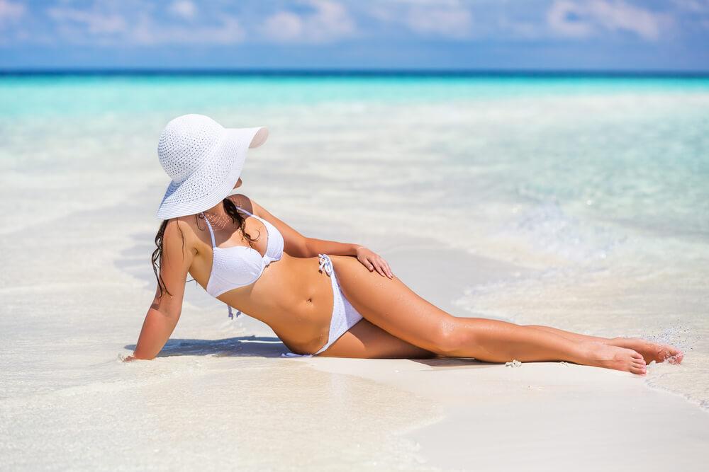 Pour un bronzage idéal, évitez les traces de bikini